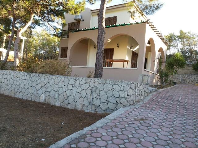 Satılık Esentepe'de, Deniz Ve Dağ Manzaralı Satılık Villa