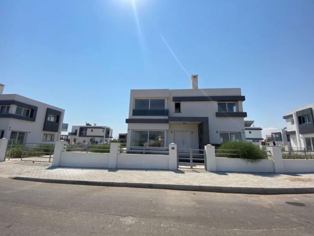 Yeni Boğaziçi'nde satılık 4+1 villa 18 ay sonra teslim toplam 595 m2 garajlı