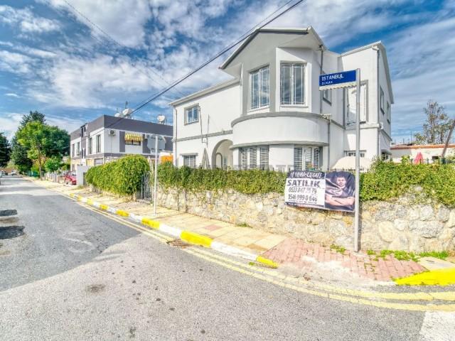 Kıbrıs Girne Merkezde Türk Mahallesinde Muhteşem Konumda 4+1 Satılık Villa