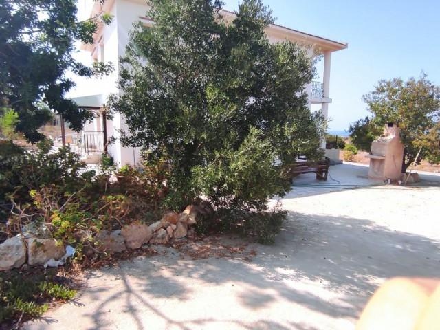 Yeni erenköyde deniz ve doğa manzaralı 4+2 olan villa ve 6.5 dönüm deniz manzaralı arazimiz satılıkt