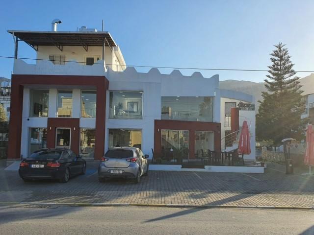 Girne Karaoğlanoğlu Bölgesinde  Anayola Sıfır, Banka subesi,cafe  olmaya Müsait  Kiralık Dükkan