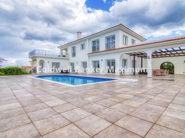 KKTC, Girne'de 5 Odalı 5 Banyolu Havuzlu Satılık Villa