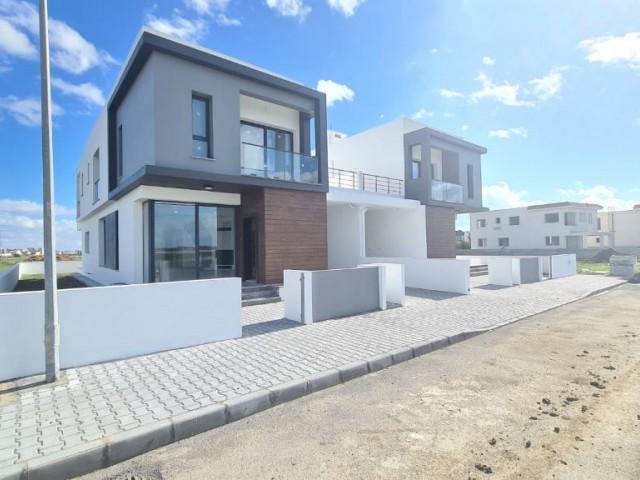 Yenikent'te Yüksek konumda Türk koçanlı 220m2, kapalı garajlı lüks villa.