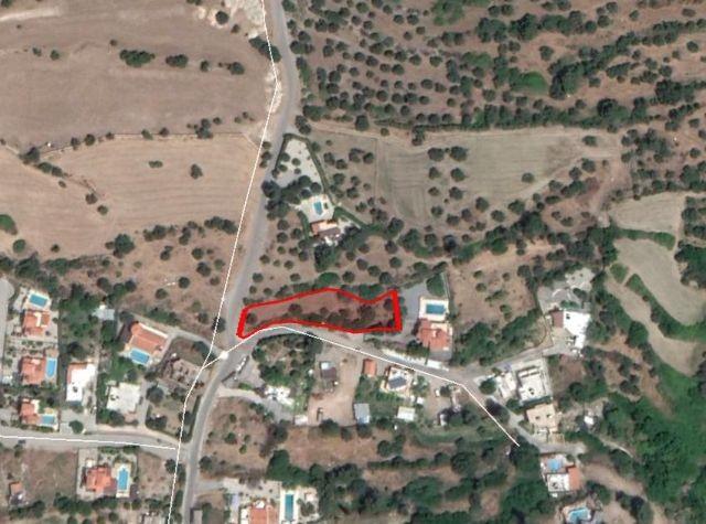 Karşıyakada Önü kapanmayan Mükemmel manzaralı Tahsis Koçanlı Havuzlu Villa yapıma uygun  1560m2  Ars
