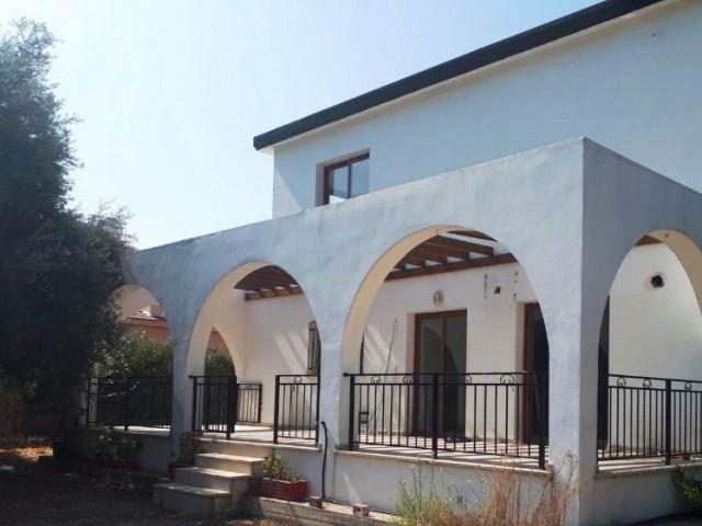 Girne-Çatalkoy Şah market bölgesinde 4 yatak odalı 3 adet düş tuvaletli Eşya sız villa mız için bize