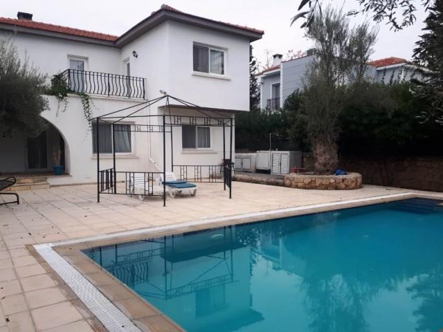 Girne-Ozankoy bölgesinde 3 yatak odalı özel havuzlu villamız hakkında 05338334049 a ulaşınız