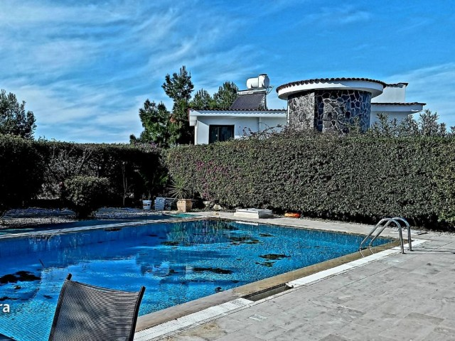 For rent Luxury 3 bedrooms , 3 bathrooms Villa with Private pool İn Alsancak.