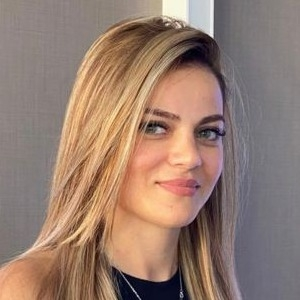 Sabina RAHİMOVA Akol Group Property Agent